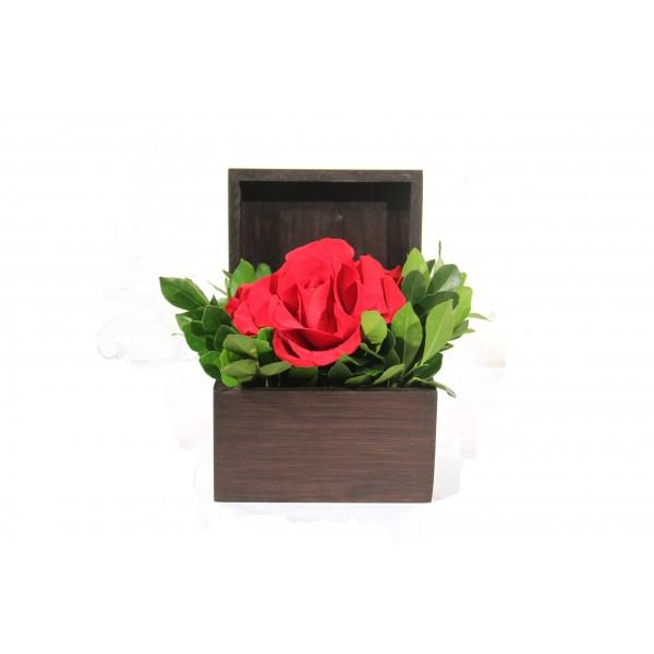 Baú com uma rosa