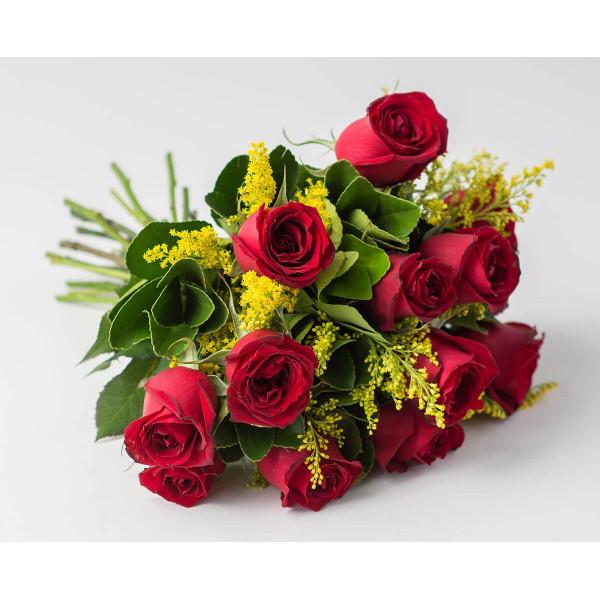 Buquê de Rosas Tradicional com 12 Rosas Nacionais