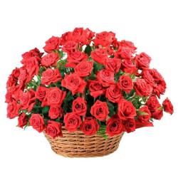 Cesta de rosas nacionais com 50 unidades