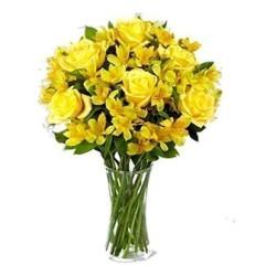Jarro de rosas amarelas