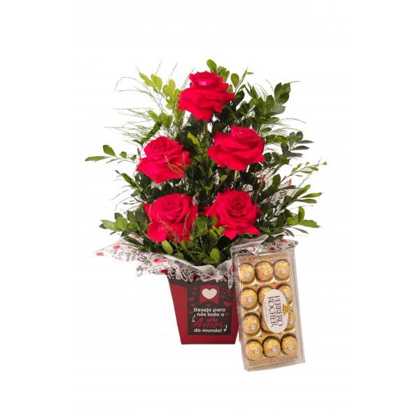 Caixa de rosa com chocolates ferrero