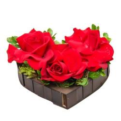Arranjo de Coração com Rosas Importadas