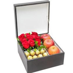 Baú com Rosas nacionais, Ferrero Rocher e 3 maças