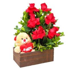 Caixa com Ursinho do Amor, e 6 Rosas Importadas